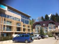... die Uferpromenade in Langscheid, insbesondere das Hotel Seegarten von Fernsehkoch Olaf Baumeister, lädt zum Genießen ein.