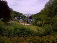 Freibad, im Hintergrund die Veltins-Brauerei