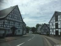 Die Dörfer rund um Schmallenberg wie hier Oberkirchen oder Grafschaft sind wegen ihrer wunderschönen Fachwerkhäuser einen Ausflug wert.
