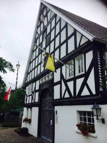 ... z.B. in Eslohe-Cobbenrode mit dem wunderschönen Stertschultenhof, den man auch besichtigen kann.